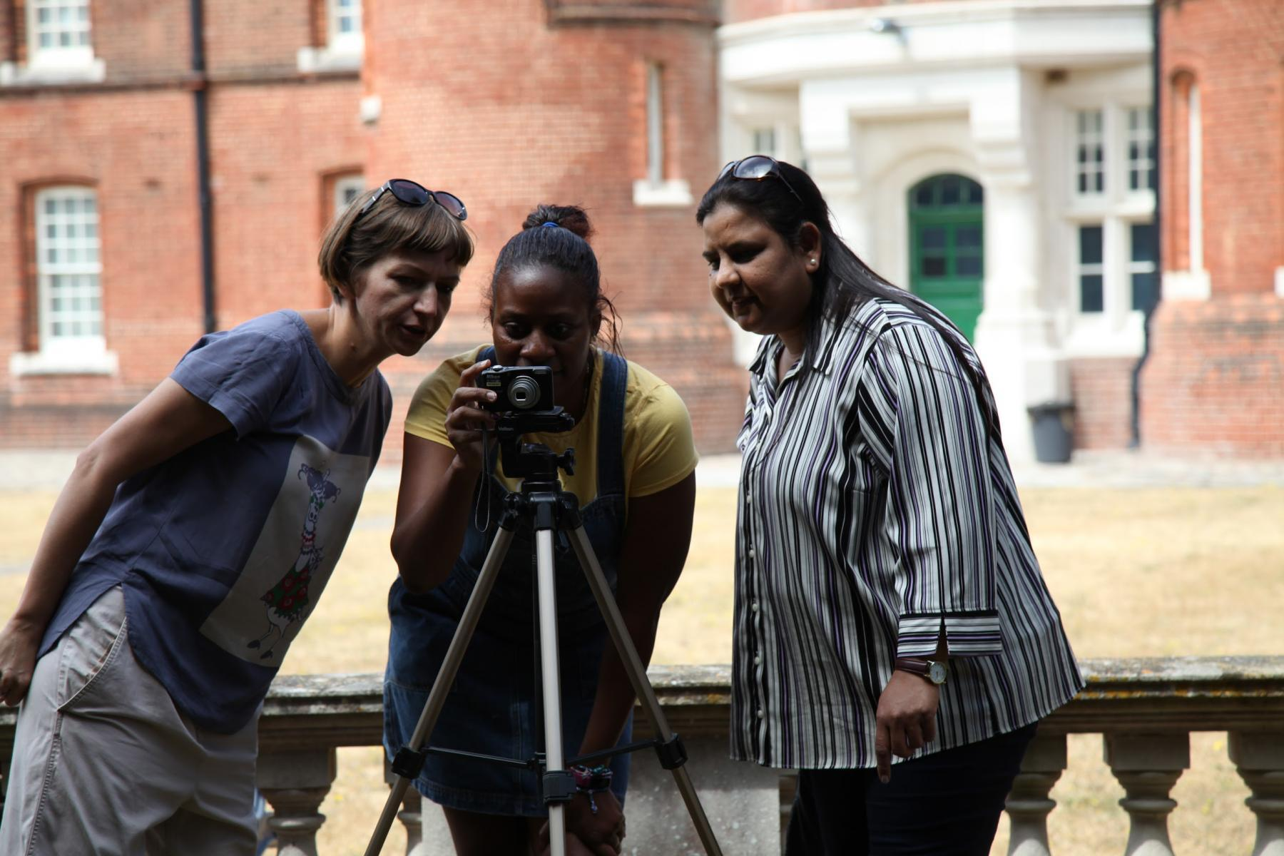 Atelier d'art numérique PONToon avec The Cross Cultural Women's Group